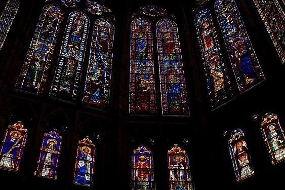 レオン大聖堂、ステンドグラス、聖人