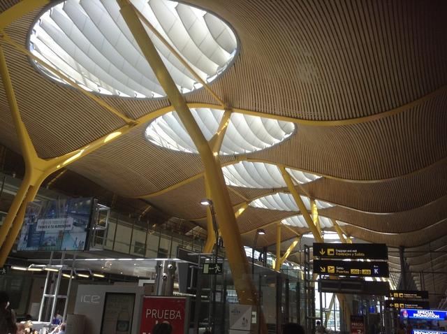 ターミナル4太陽光が入る